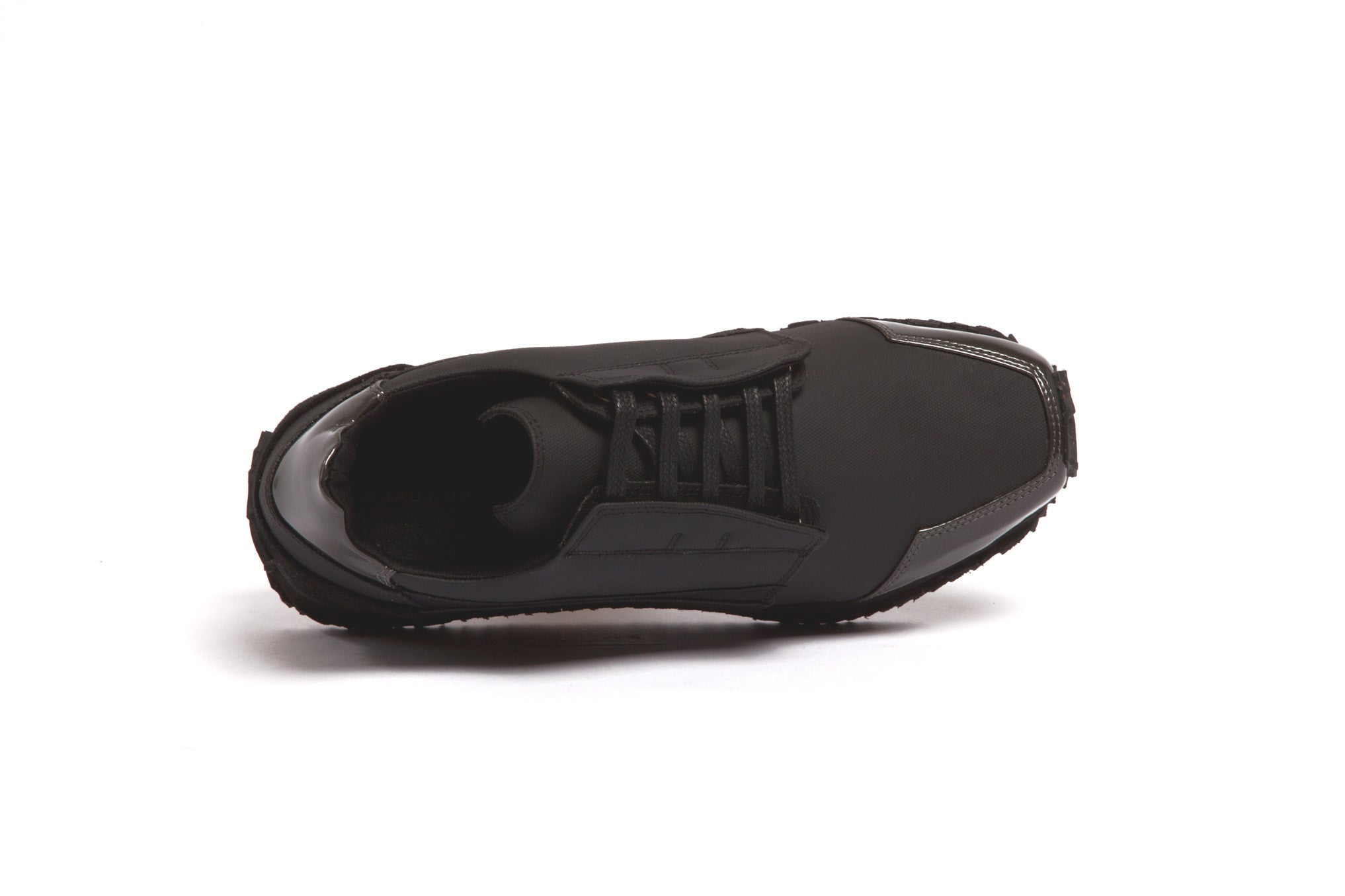 low-cut running sneaker with hidden laces BLACK