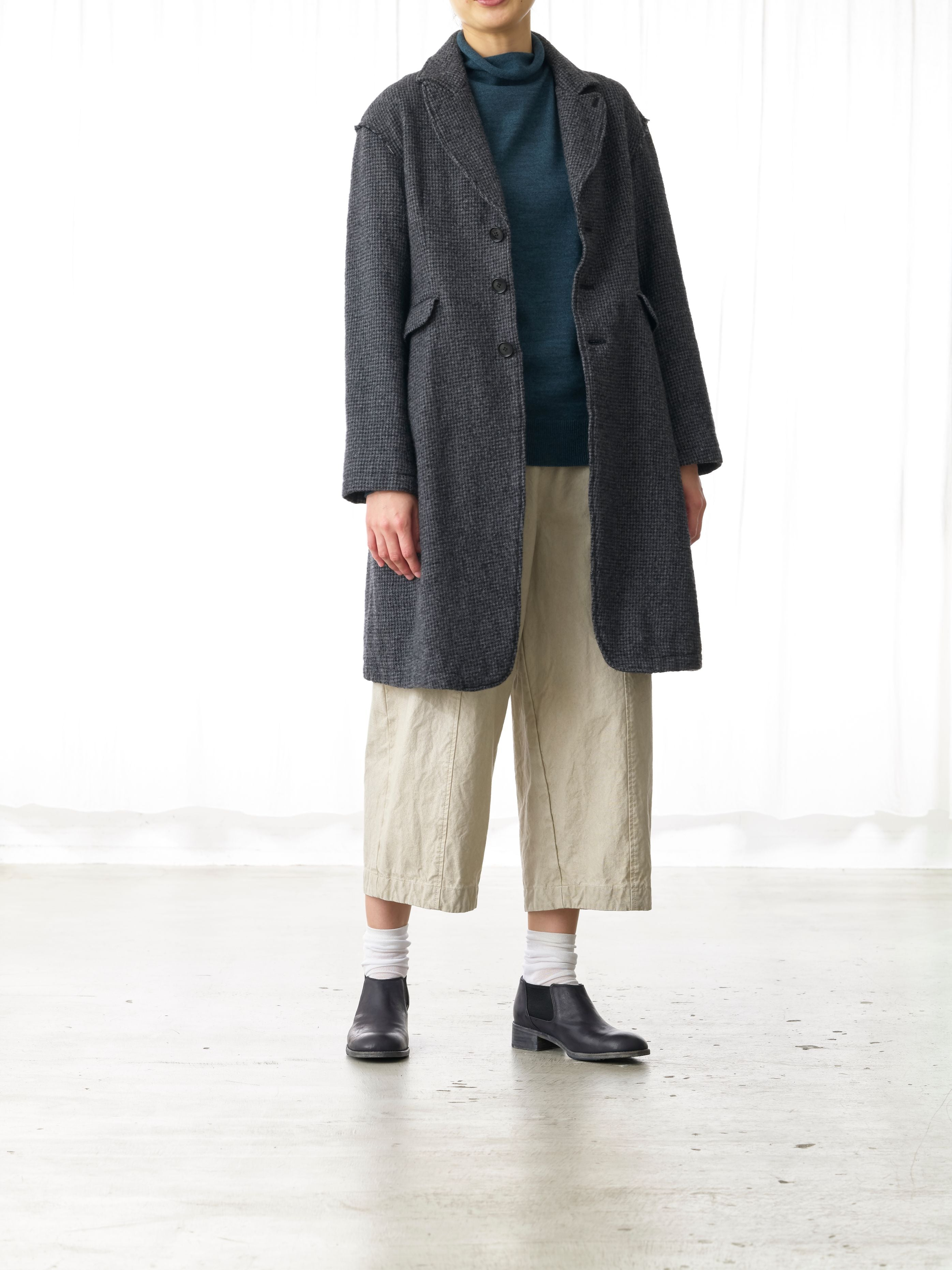 BISCHU WOOL COAT
