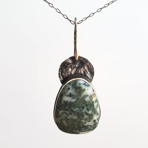 Moss agate and reticulated silver pendant