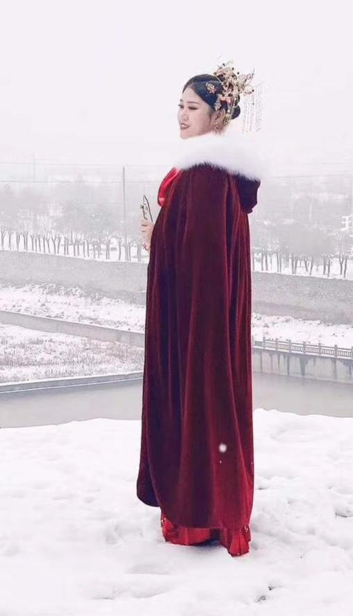 Winter wedding accessories velvet fur cloak with hood