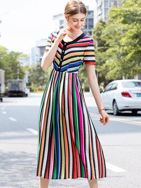 Colorful Short Sleeve O-Neck Pleated Maxi Dress