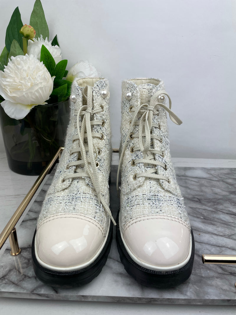 Chanel White Tweed Ankle Boots with Pearl Detailing Size 40 (RRP: £1,200)