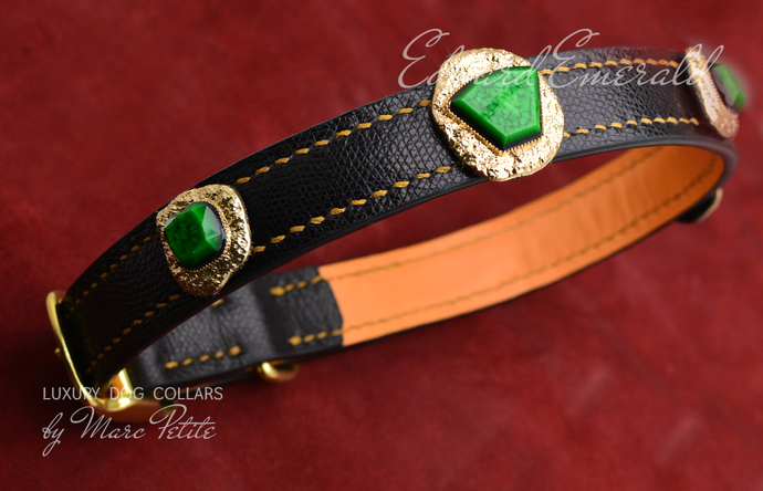 Royal Dog Collar in black leather and golden green stones