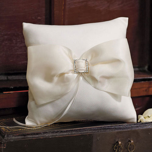 Beverly Clark Duchess Ring Pillow in Ivory (Pack of 1)