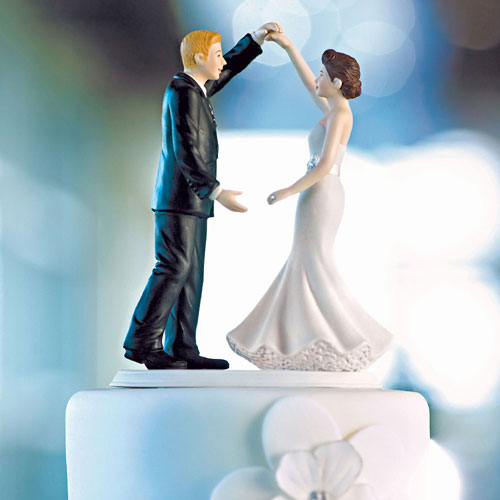 Dancing the Night Away Wedding Couple Figurine (Pack of 1)