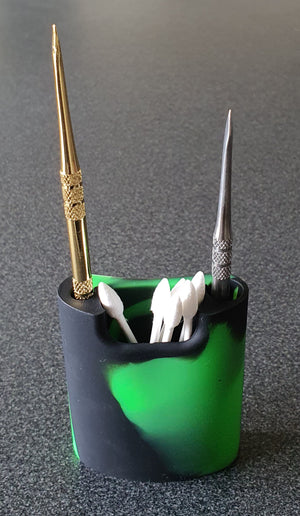 Dab tool and q-tip holder in Green and black with Dab tools and q-tips
