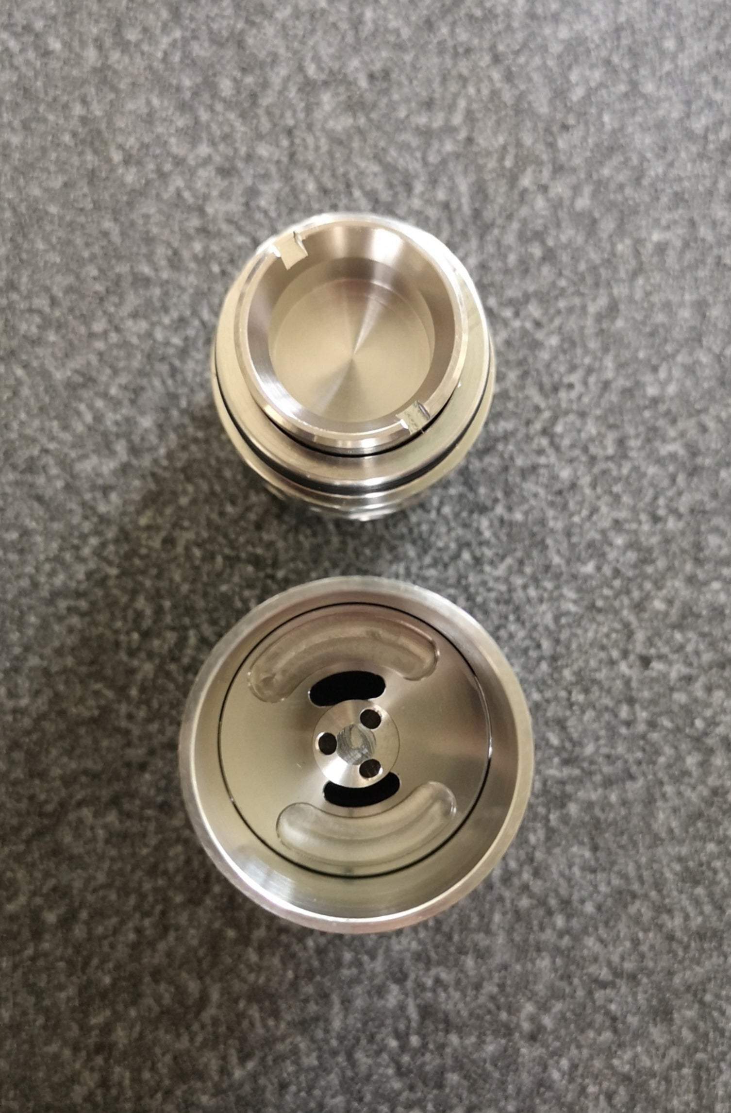 New Sequoia Atomizer by HVT in SS - Internal Airflow and Bucket Image