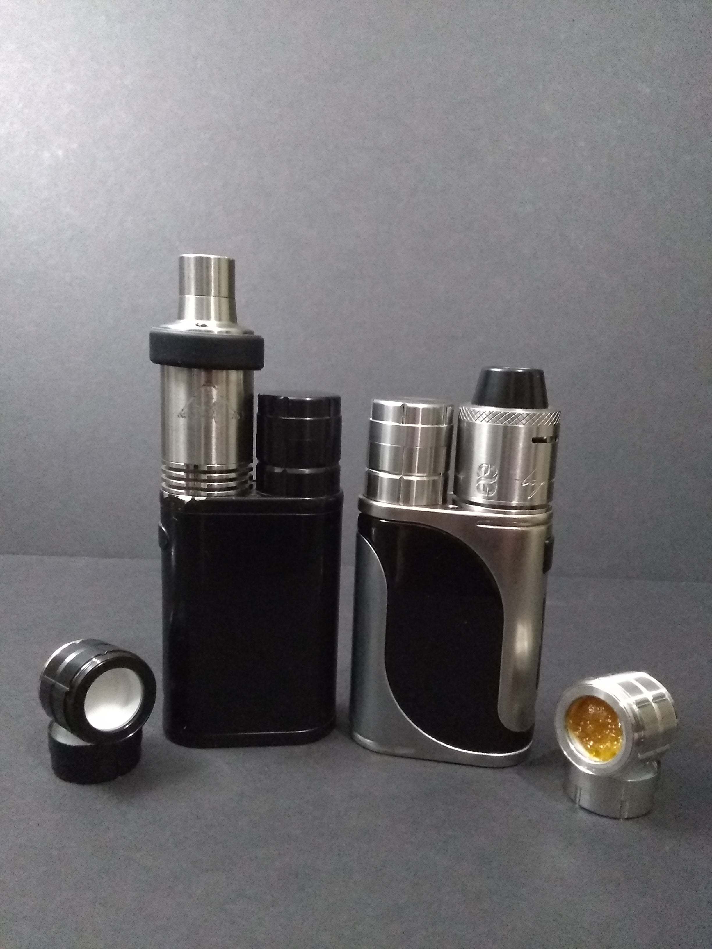 Black and Silver Pico Stash Caps designed by u/uitpersen mounted on Pico mods with DC V4 Crucible and TRVP V2 - Cap leaded with Legal Concentrate - Image by uitpersen