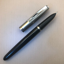 Load image into Gallery viewer, Parker 21 aerometric. 1960. in black, steel cap