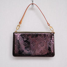 Load image into Gallery viewer, Vintage Louis Vuitton Vernis Pochette