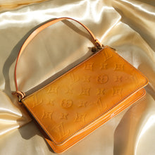 Load image into Gallery viewer, Vintage Louis Vuitton Vernis Monogram Pochette