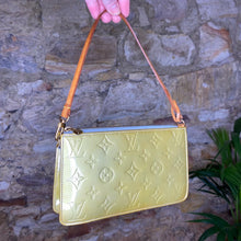 Load image into Gallery viewer, Vintage Louis Vuitton Metallic Green Vernis Pochette