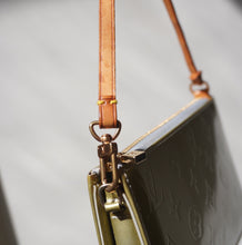 Load image into Gallery viewer, Vintage Louis Vuitton Metallic Vernis Pochette