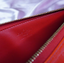 Load image into Gallery viewer, Rare Vintage Louis Vuitton Red Vernis Pochette