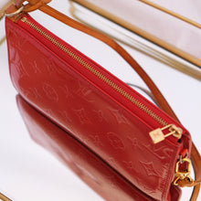 Load image into Gallery viewer, Vintage Louis Vuitton Red Vernis Pochette