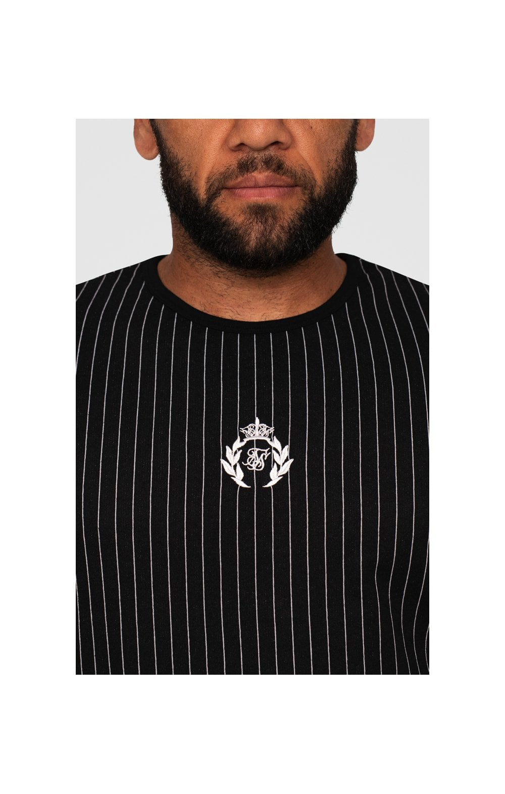 Load image into Gallery viewer, SikSilk x Dani Alves Curved Hem Gym Tee – Black & White (1)