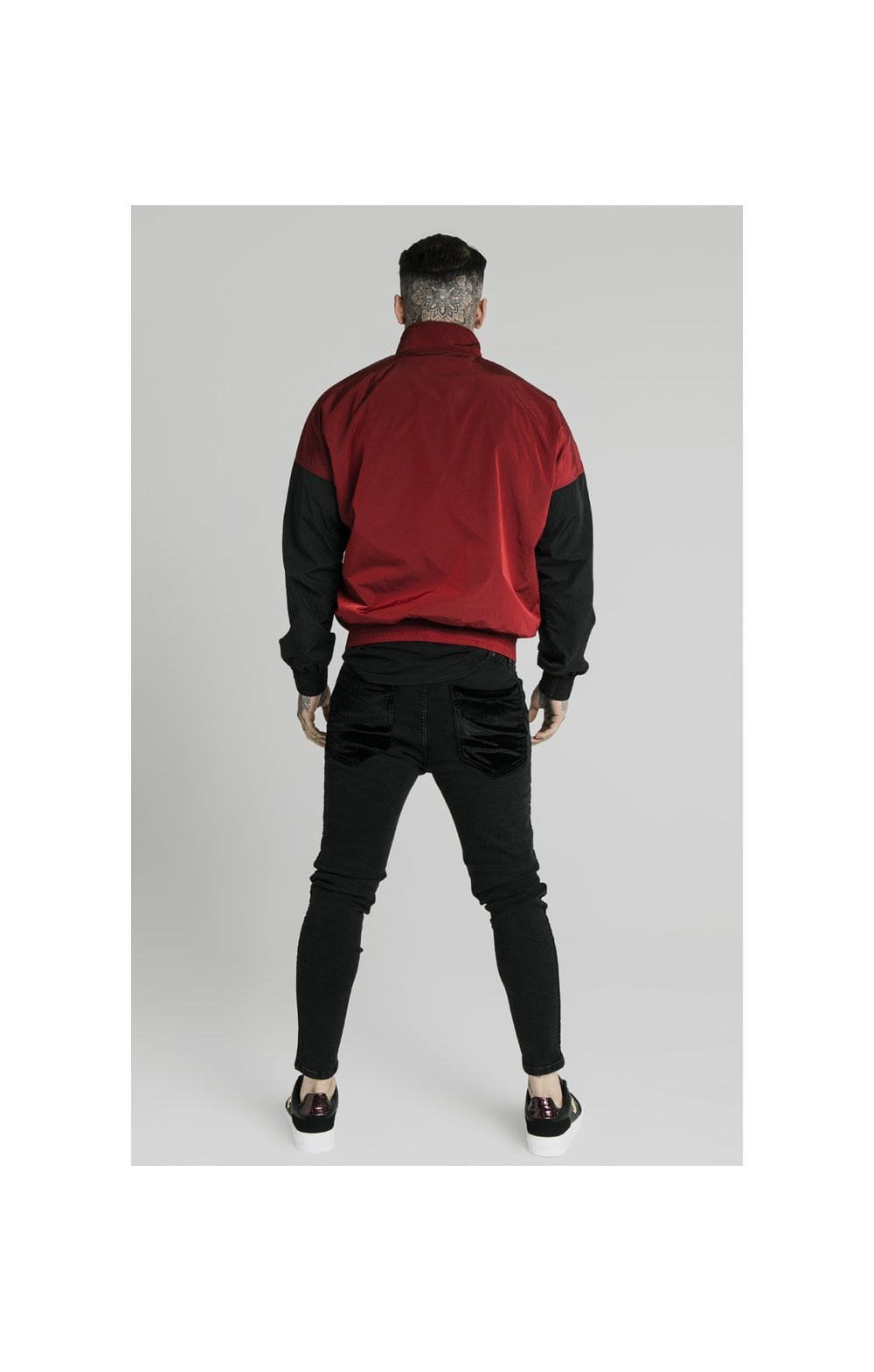 Load image into Gallery viewer, SikSilk Windrunner – Red & Black (6)