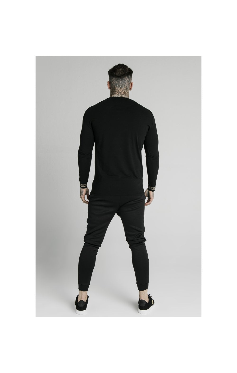Load image into Gallery viewer, SikSilk Element L/S Straight Hem Gym Tee – Black & Gold (5)