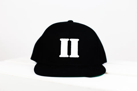 "BLACK AND WHITE ""TOWERS HAT"" - Just2Nice"