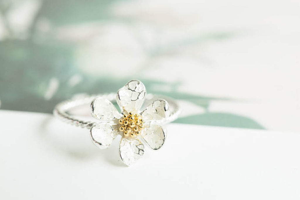 Simple Delicate Spring White Daisy Flower Twist Band Ring