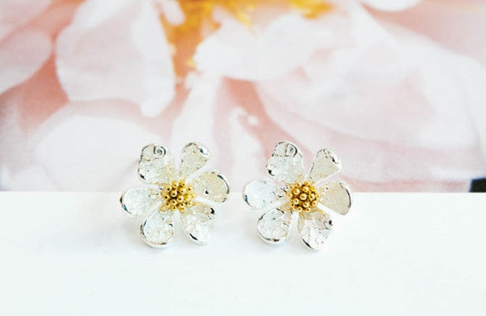 Lucky Spring White Daisy Flower Ear Studs Post Piercing Earrings