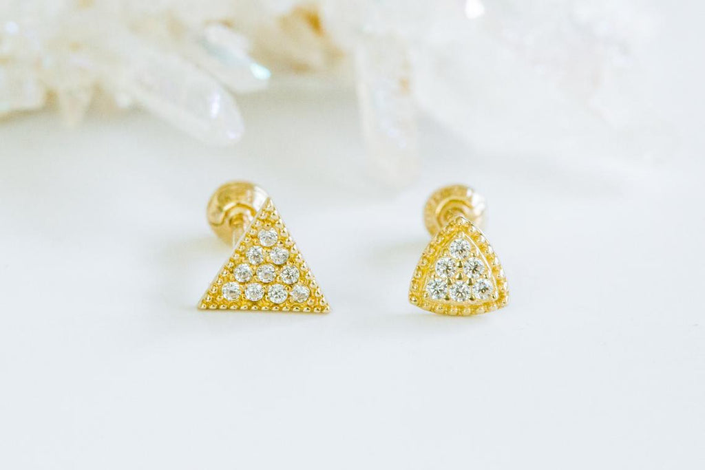 14k Gold Curved Sharp Triangle Barbell Ear Stud Piercing