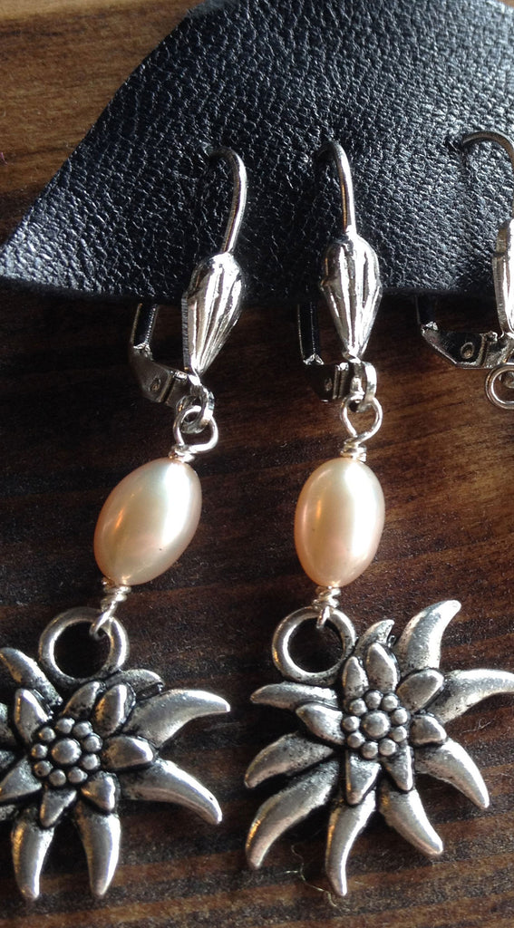 Edelweiss Earrings with Freshwater Pearls - Rare Dirndl