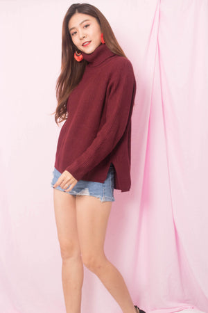 Elasa Knit Top in Burgundy