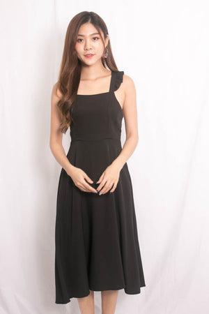 Maxia Cross Back Midi Dress in Black