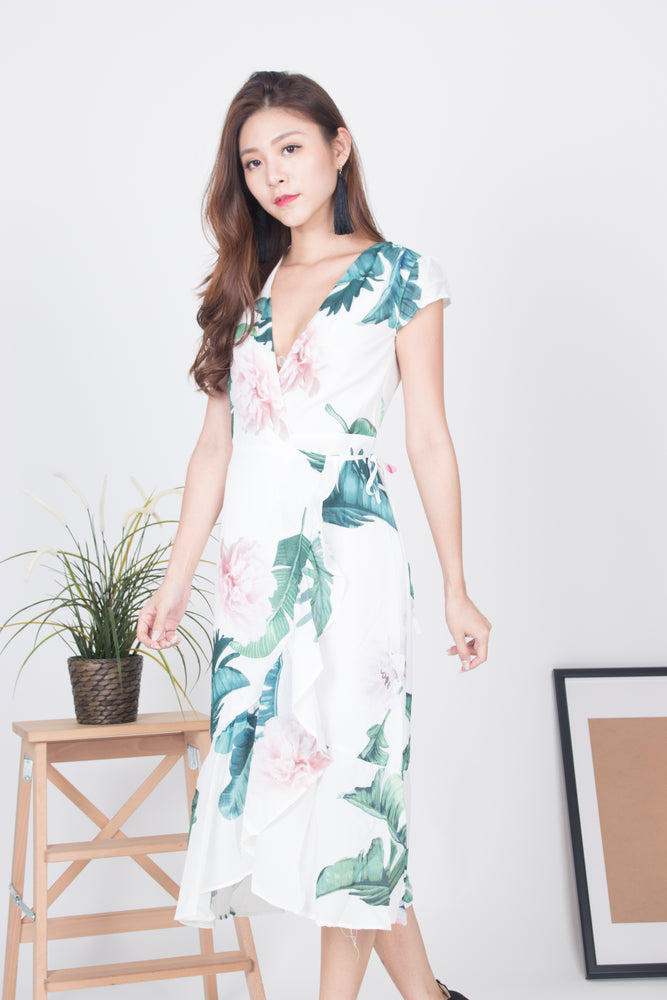 Load image into Gallery viewer, Willynn Floral Wrapped Dress