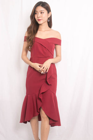 Cherlyn Flutter Offsie Dress in Burgundy
