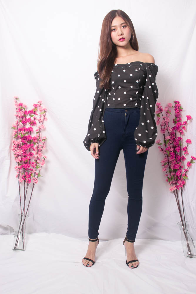 Load image into Gallery viewer, Yesie 2 Way Polkadot Top in Black