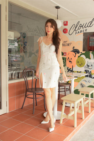 Load image into Gallery viewer, * PREMIUM * Eerilia Floral Embroided Dress in White - Self Manufactured by LBRLABEL