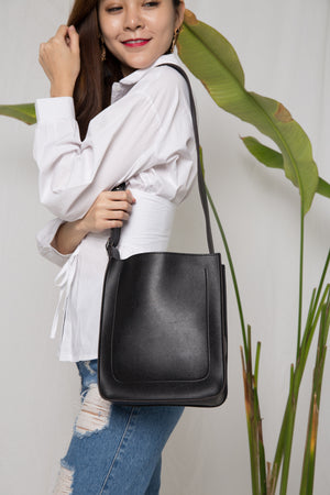 Kell Buckle Bag in Black