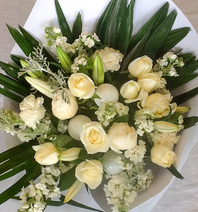 Christmas Wonder - Premium White Christmas Bouquet