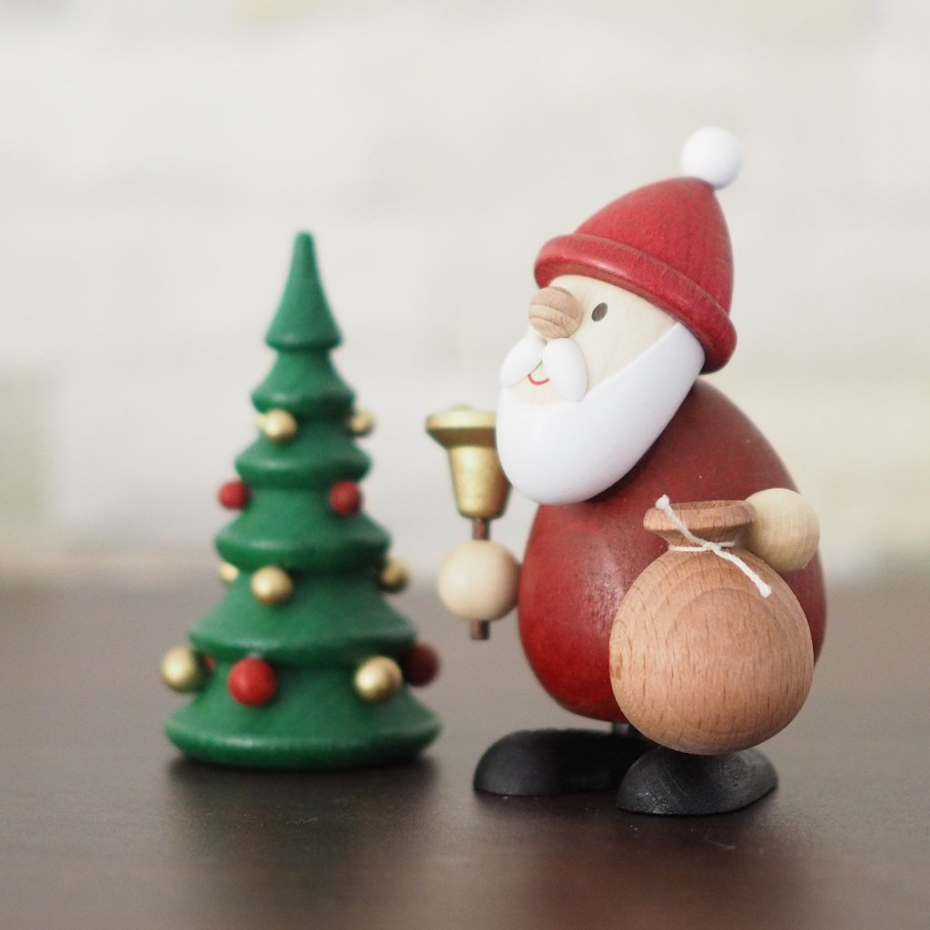 Weihnachtsmann Collectibles - Santa and Bell with Tree
