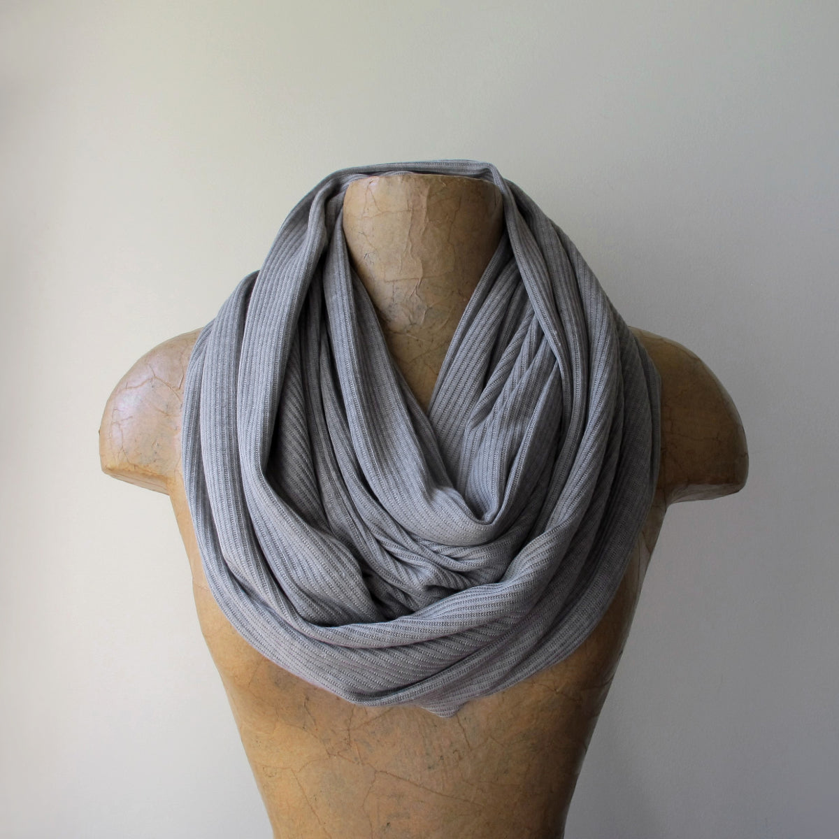 ecoshag light gray ribbed scarf