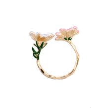 Load image into Gallery viewer, Two-Tone Flower Ring