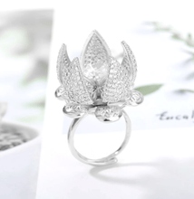 Load image into Gallery viewer, Adjustable Flower Blooming Ring