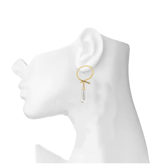 Rose Gold Moti Earring On Mannequin