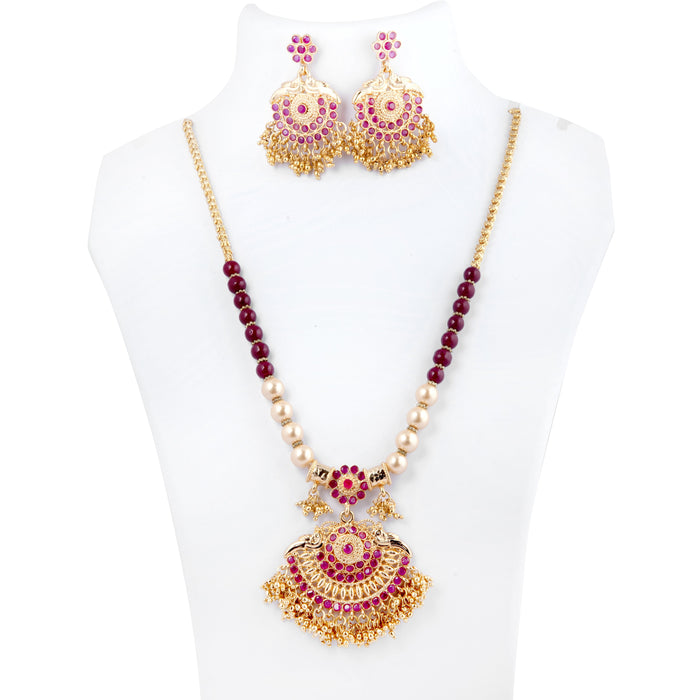 Red Mani & Moti Necklace Set On Mannequin