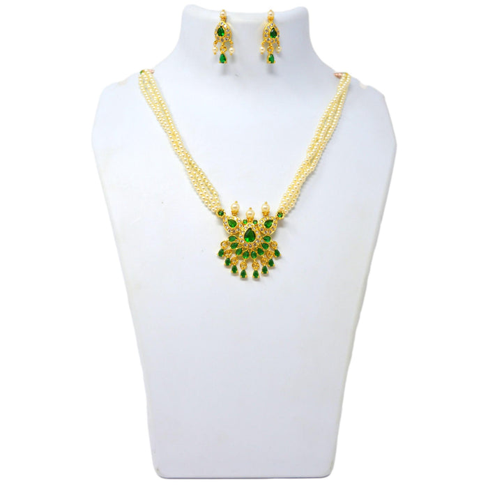 Green Stone Moti Tanmani Necklace Set On Mannequin