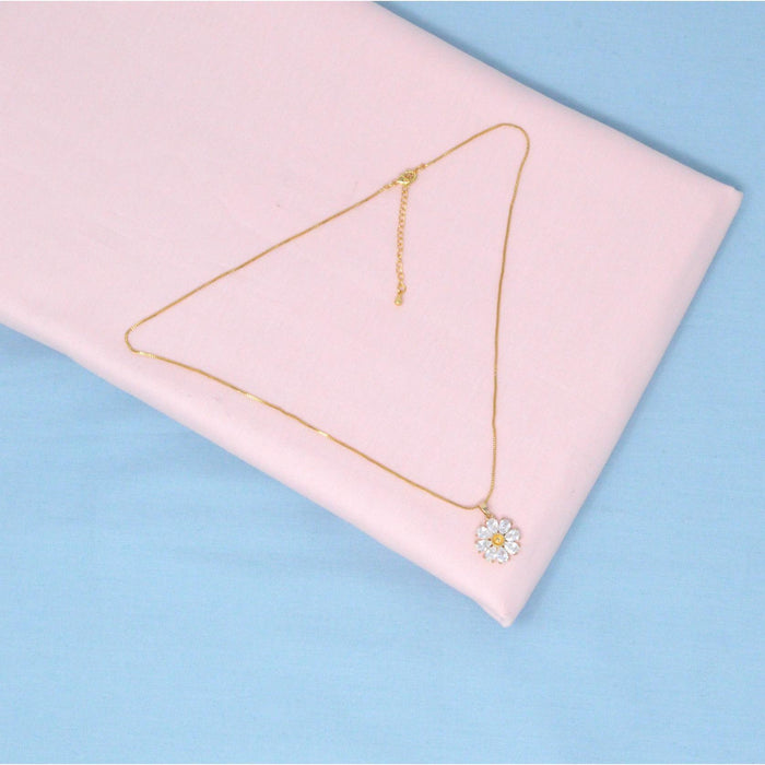 Golden American Diamond Chain Pendant Color
