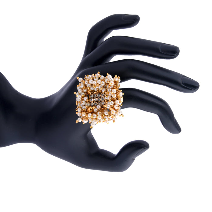 Moti Guchha Ring On Mannequin