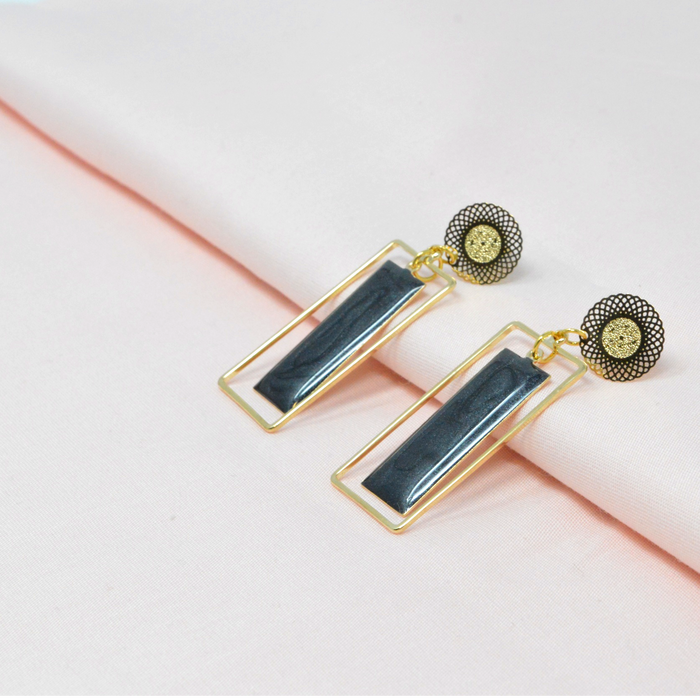 Golden Black Rectangle Earring Color
