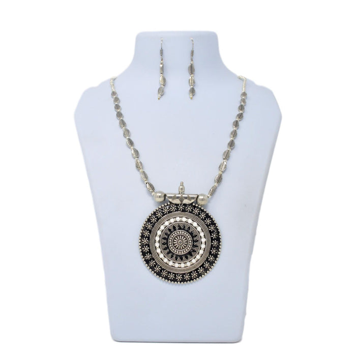 Black & White Pendant Oxidised Necklace Set On Mannequin