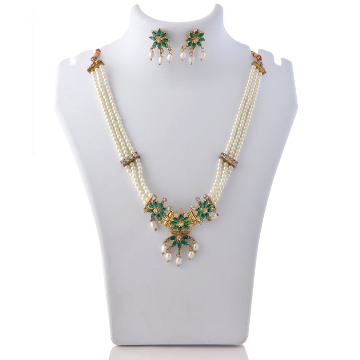 Green Stone & Moti Choker Necklace Set On Mannequin