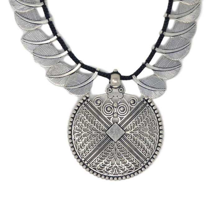Black Dhaga Leaves Necklace Close Up