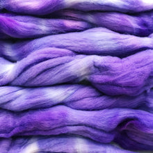 Load image into Gallery viewer, LILAC CHASER hand dyed roving merino wool. Knitting spinning felting crafting wool fiber. Extra Fine 64s (21.5 micron). light purple wool. 4 oz.
