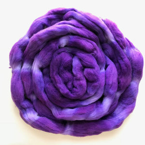GRAPE GATSBY hand dyed roving merino wool. Knitting spinning felting crafting wool fiber. Extra Fine 64s (21.5 micron). purple wool. 4 oz.